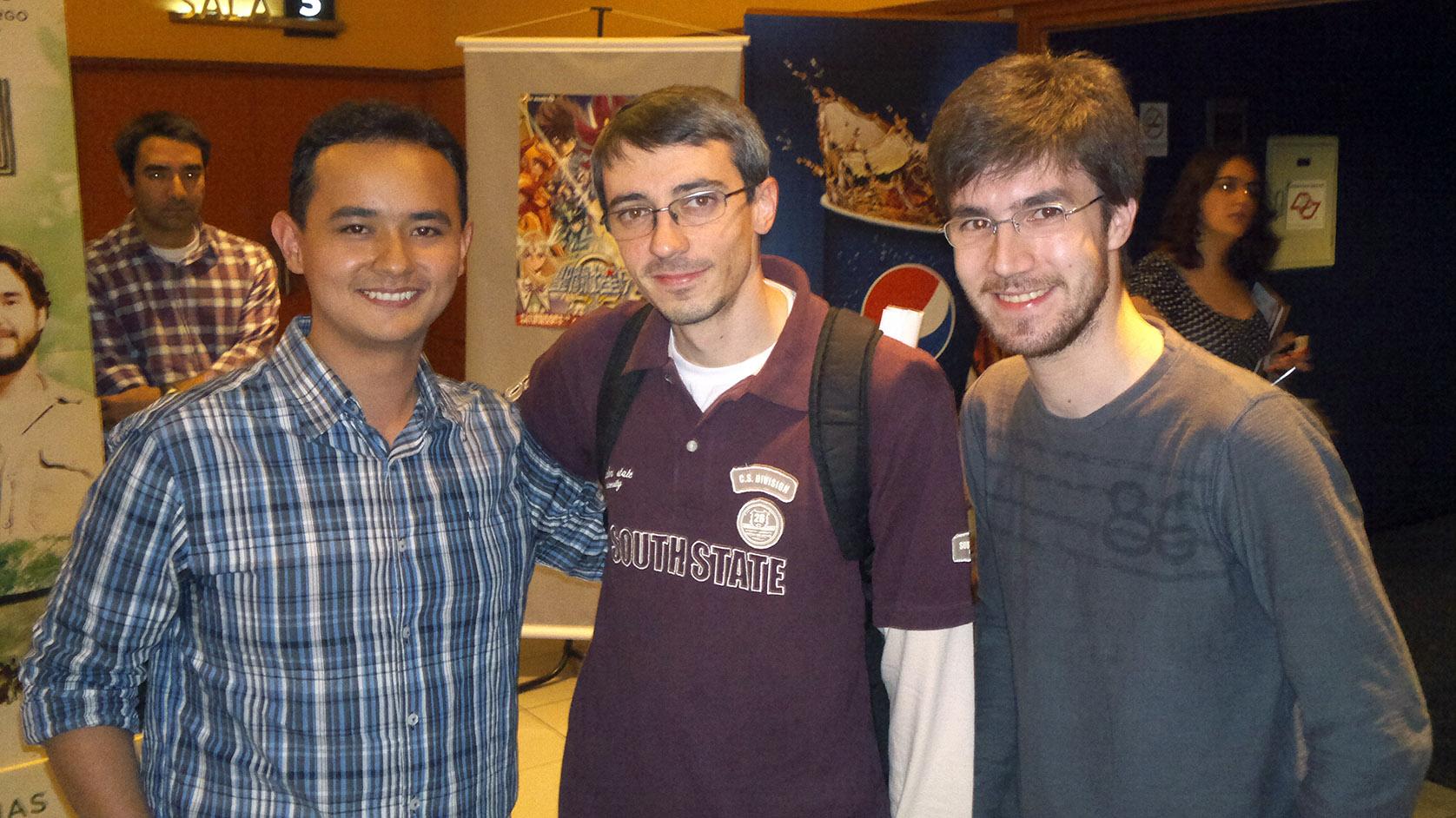 Diego Maryo (Fanartista e Fanzineiro), Eduardo Vilarinho (Webmaster do site CavZodiaco.com.br) e Elias Karabolad (Dublador)